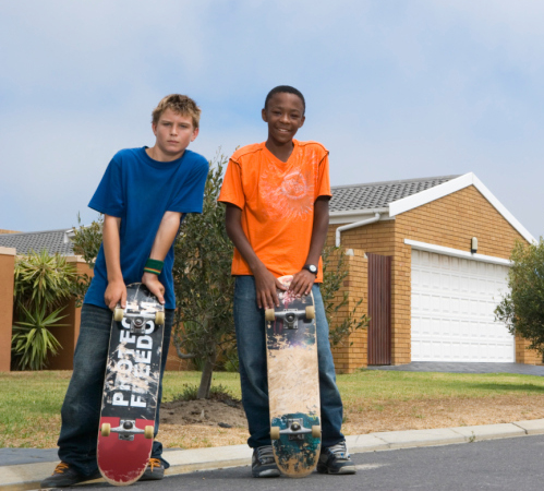 Boys with skateboards (Photo by Thinkstock)