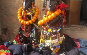 Two statuettes with necklaces
